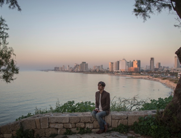 Payam Feili, poeta e escritor iraniano, em Tel Aviv (Israel), onde busca asilo