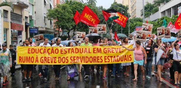Professores e alunos da rede estadual de ensino marcharam em passeata do Largo do Machado até a sede do governo, em Laranjeiras