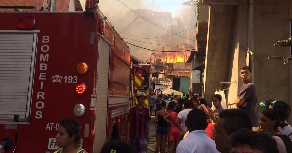 1.mar.2017 - Incêndio em Paraisópolis