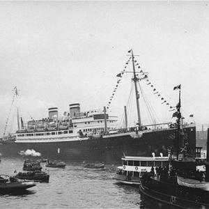 St. Louis no porto de Hamburgo, na Alemanha, levando 900 refugiados