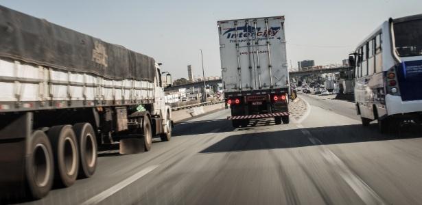 Caminhoneiros são vítimas de quadrilhas especializadas em cargas - Eduardo Anizelli/Folhapress