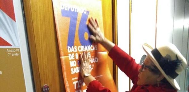 Movimento colou cartazes nos gabinetes de deputados federais