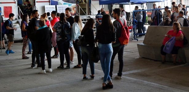 Viajantes com destinos no Brasil fazem fila para tomar a vacina contra a febre amarela em Buenos Aires - Ministerio de Salud/Argentina