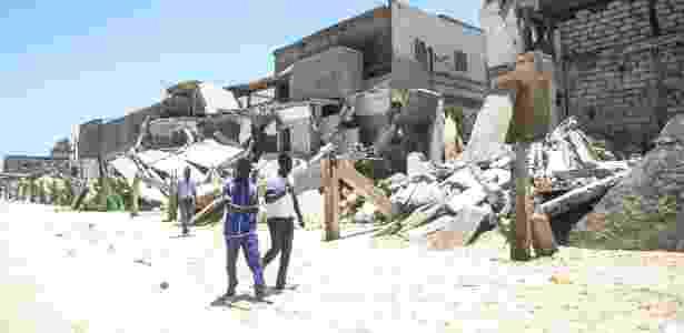 Ruínas de edifícios destruídos por marés altas em Saint-Louis, no Senegal - Jahn Hahn/The New York Times
