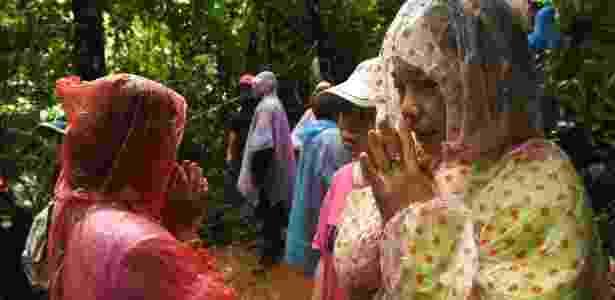 Familiares acompanham as buscas pelos jovens na entrada da caverna - Lilian Suwanrumpha/AFP Photo - Lilian Suwanrumpha/AFP Photo