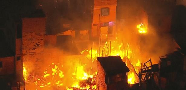 31.jul.2018 - Incêndio atinge favela de Paraisópolis, em São Paulo - Reprodução/GloboNews