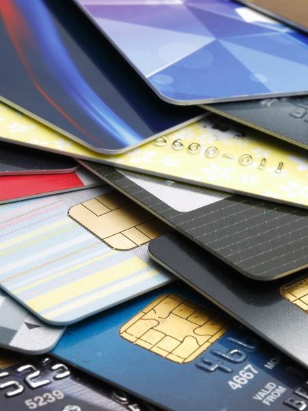 Juros do cheque especial e rotativo do cartão seguem em patamares elevados no país - bernie_photo/Getty Images/iStockphoto
