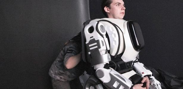 Dentro do robô Boris havia uma pessoa