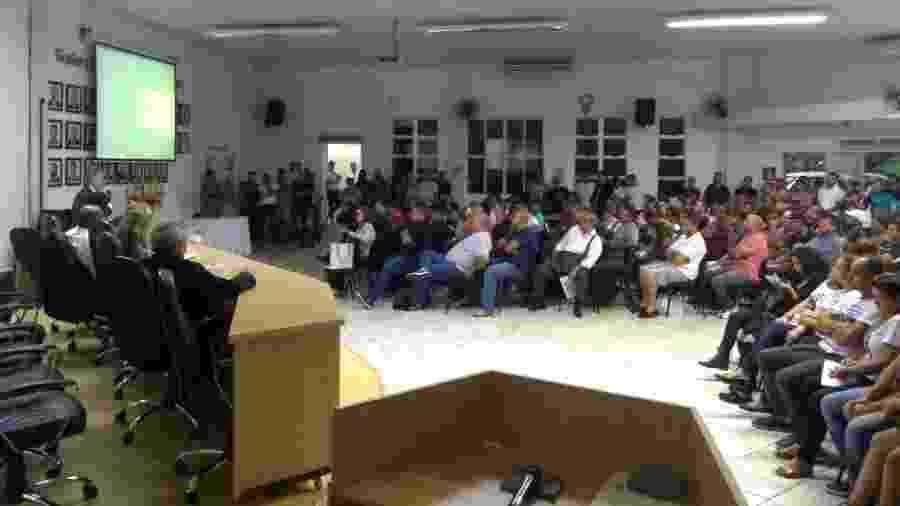 13.fev.2019 - Trabalhadores e familiares de vítimas da lama em Brumadinho se reúnem com o MPT e sindicatos na Câmara Municipal da cidade - Bernardo Barbosa/UOL