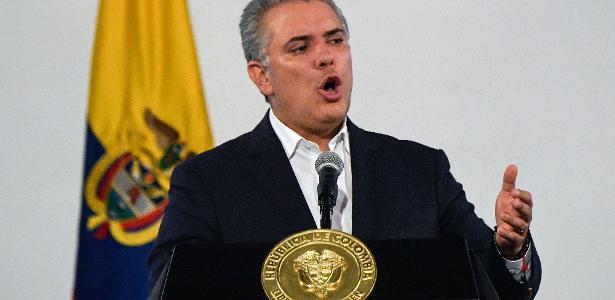 Política internacional   Iván Duque defende ex-presidente após ordem de captura na Colômbia