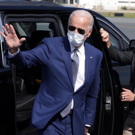 O democrata Joe Biden desejou que seu adversário, o presidente Donald Trump, se recupere logo da covid-19 - Getty Images