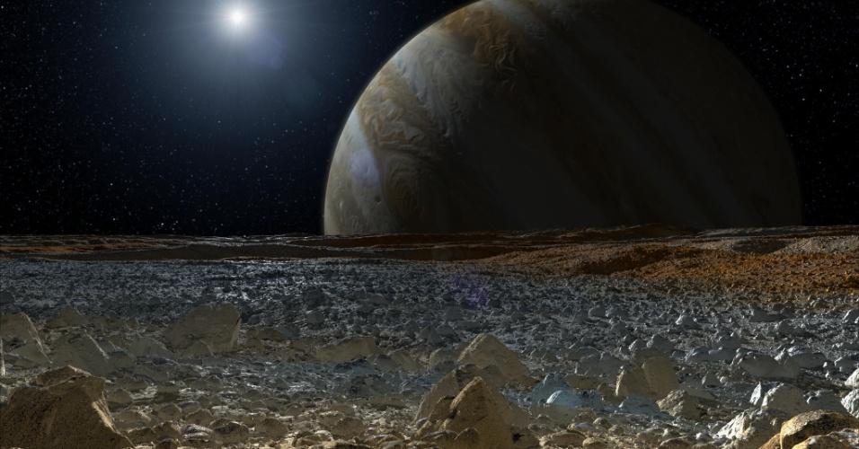 27.ago.2015 - JÚPITER - O planeta tem mais de 50 luas, sendo Europa, Io, Ganímedes e Calisto, conhecidas como Sistema de Galileu, por terem sido observadas pela primeira vez por Galileu Galilei, em 1610. Europa tem um oceano congelado que pode abrigar vida. A imagem é um conceito artístico de como é a superfície da lua Europa feito em 2013