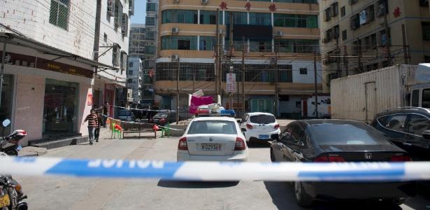 Polícia isola área da uma escola onde as crianças foram esfaqueadas