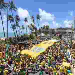 13.mar.2016 - Manifestantes protestam contra o contra o governo Dilma Rousseff (PT), no corredor Vera Arruda em Maceió, Alagoas. Manifestações devem ocorrer em pelo menos 415 cidades brasileiras e outras 23 no exterior, de acordo com os movimentos organizadores - Alisson Frazão/Brazil Photo Press/Estadão Conteúdo