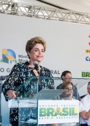 A presidente Dilma Rousseff fala durante entrega unidades do Minha Casa, Minha Vida, em Santarém (PA)