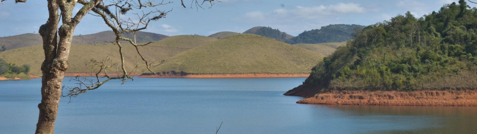 28.jul.2016 - Vista da Represa do Jaguari, que integra o Sistema Cantareira de abastecimento de água, em Jacareí, interior paulista
