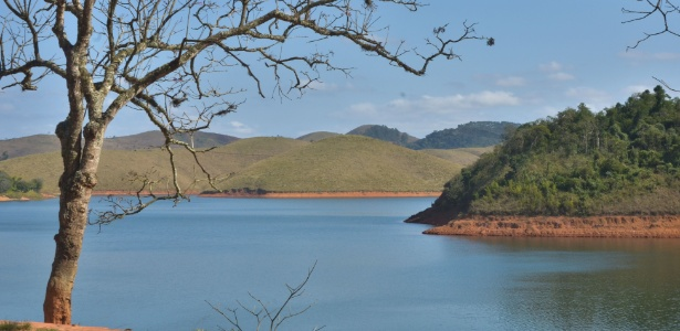 Vista da Represa do Jaguari, que integra o Sistema Cantareira de abastecimento de água, em Jacareí, interior paulista, nesta quinta