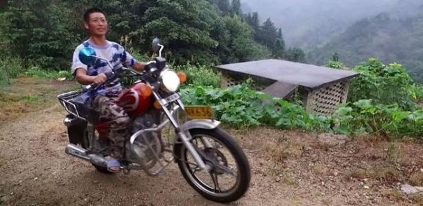 Xiong Jigen é um dos muitos solteiros do vilarejo de Laoya