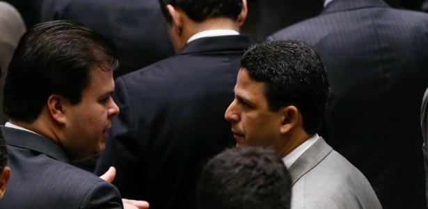 Os ministro de Minas e Energia, Fernando Bezerra Filho (PSB-PE, à esquerda), e de Cidades, Bruno Araújo (PSDB-PE), que foram exonerados para poder votar a favor da PEC do teto na Câmara, em 2016
