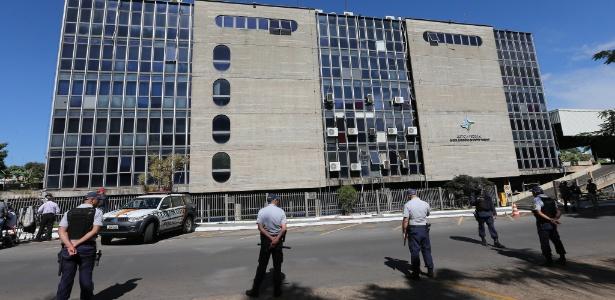 PMs reforçaram a segurança no prédio da Justiça Federal para depoimento de Lula
