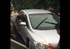 """Time de rúgbi tira """"no braço"""" carro que bloqueava rua - Facebook/ Sunwolves Super Rugby Japan"""