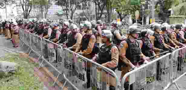 Policiamento reforçado na Justiça Federal, em Curitiba, onde Lula irá depor a Moro - Daniel Derevecki/Foto Arena/Estadão Conteúdo