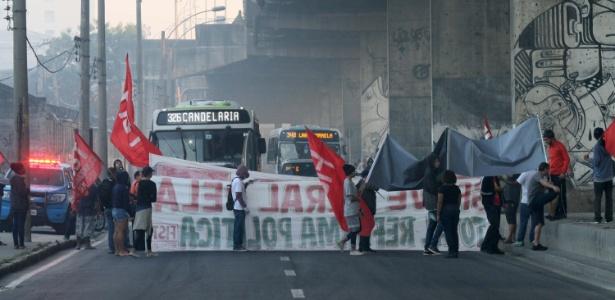 Resultado de imagem para Bloqueios e atos de protesto marcam greve contra reformas do governo fe