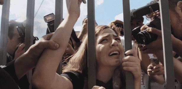"""Em sua conta no Twitter, Amanda Alves diz ter salvado o """"show dos atrasados"""" de 2017 - Reprodução"""