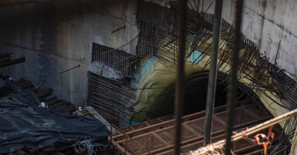 22.mar.2018 - Deterioração avança nas estruturas prontas da estação Bello Campo, do metrô de Caracas, na Venezuela: obra tocada pela Odebrecht está parada desde 2015