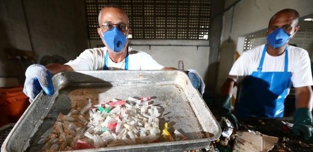 Canudos e até pinos de cocaína estão no lixo coletado nas praias cariocas  - Fábio Motta/Estadão Conteúdo