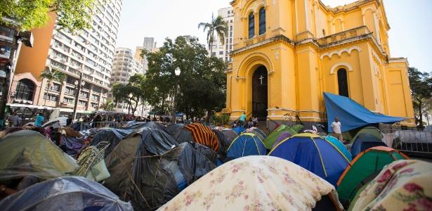 Vítimas do desabamento de edifício seguem acampadas do Largo do Paissandu