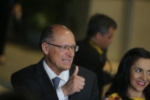 Alckmin promete aumentar correção do Fundo de Garantia (Foto: Nilton Fukuda/Estadão Conteúdo)