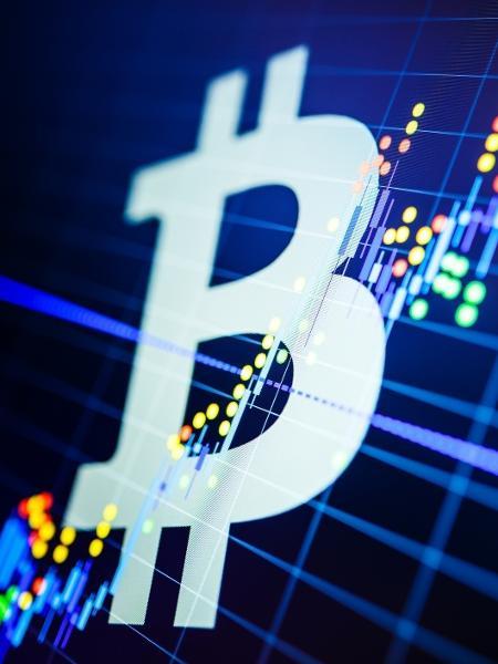 Desde junho de 2019, Bitcoin já subiu 833% para superar os R$ 306 mil em negócios aqui no Brasil - Getty Images/iStockphoto
