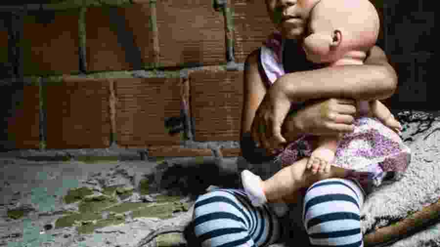 Condições do entorno da criança afetam seu desenvolvimento - Getty Images