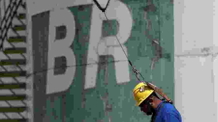 """Refinarias brasileiras não têm a capacidade de refinar o petróleo brasileiro sozinho; elas fazem um """"blend"""" do produto - Ueslei Marcelino/ Reuters"""