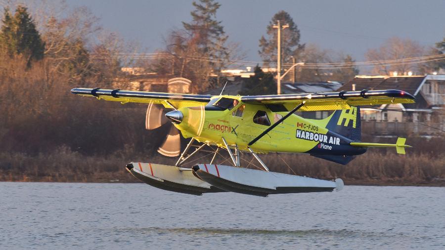 Aeronave totalmente elétrica realiza voo em Vancouver  - Don MacKinnon / AFP