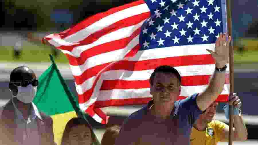 Bandeira dos EUA em manifestação em favor de Bolsonaro - Foto: Ueslei Marcelino - 3.mai.20/Reuters