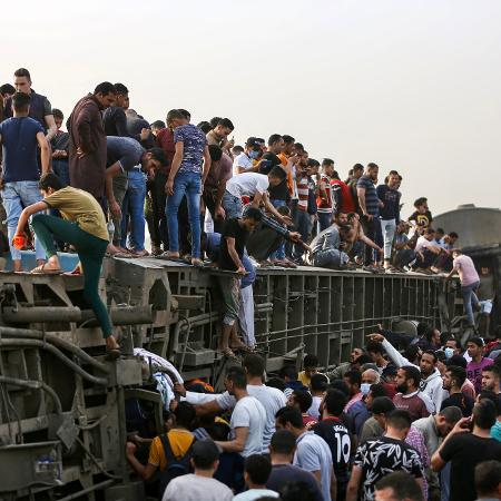 18.abr.2021 - Acidente ferroviário ao norte do Cairo, no Egito, deixou mais de 90 feridos - Ayman Aaref/AFP