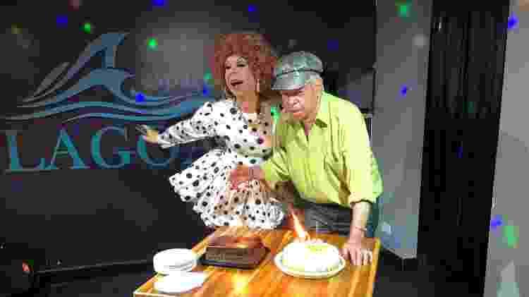 Com Stephanie de Bourbon, na hora do parabéns - Paulo Sampaio/UOL - Paulo Sampaio/UOL