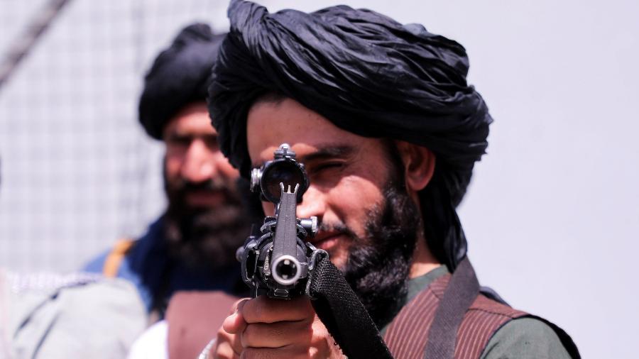 """Membros do Talibã irá punir """"criminosos"""" - Stringer/Reuters"""