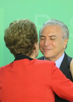 Temer se beneficia com decisão de Cunha; renúncia não deve mudar situação de Dilma