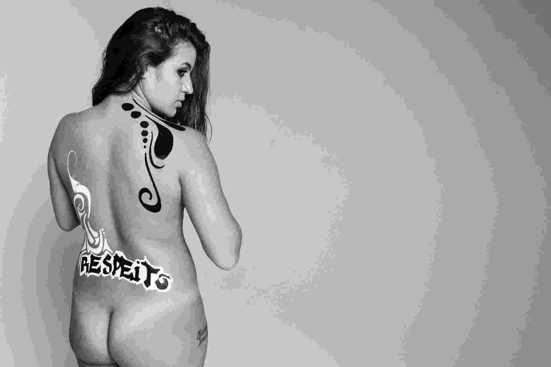 5.jul.2016 - Ensaio fotográfico do projeto Habeas Corpus, idealizado pela artista plástica Barbara Goy e pelo fotógrafo Léo Pinheiro do C41 Estúdio, com o objetivo de denunciar o machismo e a cultura do estupro. Seis mulheres e uma transexual foram pintadas pela artista com frases de empoderamento feminino e de protesto ao machismo e a opressão. O projeto pretende se tornar uma exposição itinerante e visa servir de voz para mulheres e dar um fim a cultura de opressão que ainda se faz forte nos dias de hoje - Léo Pinheiro/C41 Estúdio