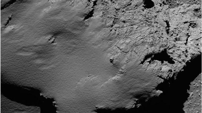 30.set.2016 - Em sua descida rumo ao cometa, a Rosetta fez uma série de novas imagens, como este registro a 8,9 km de distância