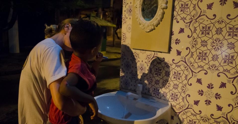 O projeto voluntário, organizado à base de doações, oferece cuidados de higiene básica a moradores de rua do Recife