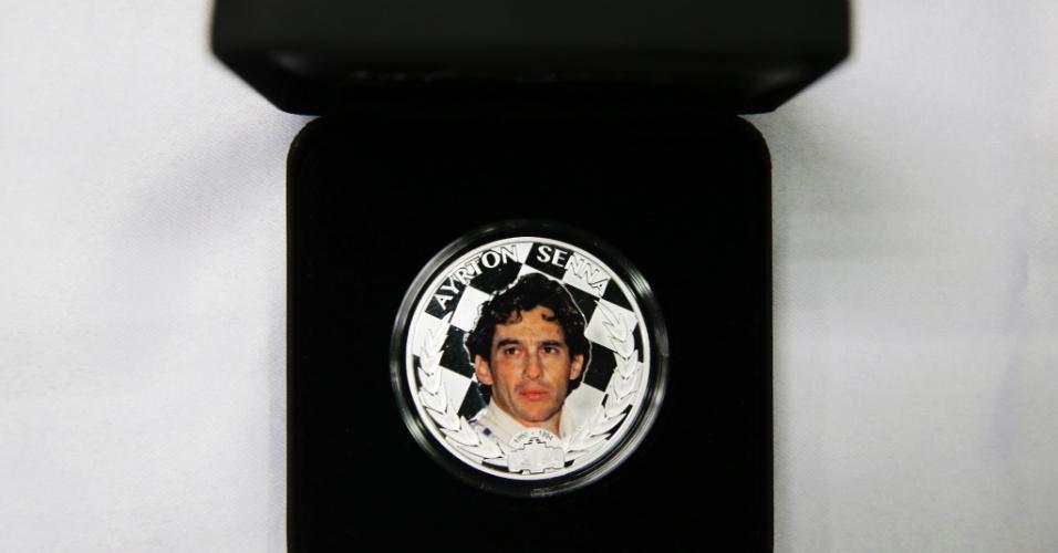 Em homenagem aos 20 anos da morte de Ayrton Senna, em 2014, a pequena ilha de Niue, um território associado à Nova Zelândia, lançou uma moeda com o rosto do piloto brasileiro. O valor de face da moeda é dois dólares, mas ela é vendida a R$ 390