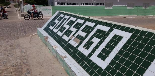 Fachada na entrada da cidade de Sossego, a 240 km de João Pessoa