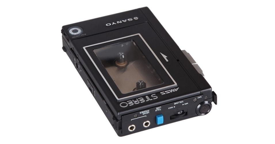 Áudio Cassete M 5550 da Sanyo (1981). Esse é um dos objetos extintos que integram a enciclopédia virtual criada pela startup russa Thngs para eternizar tecnologias do passado