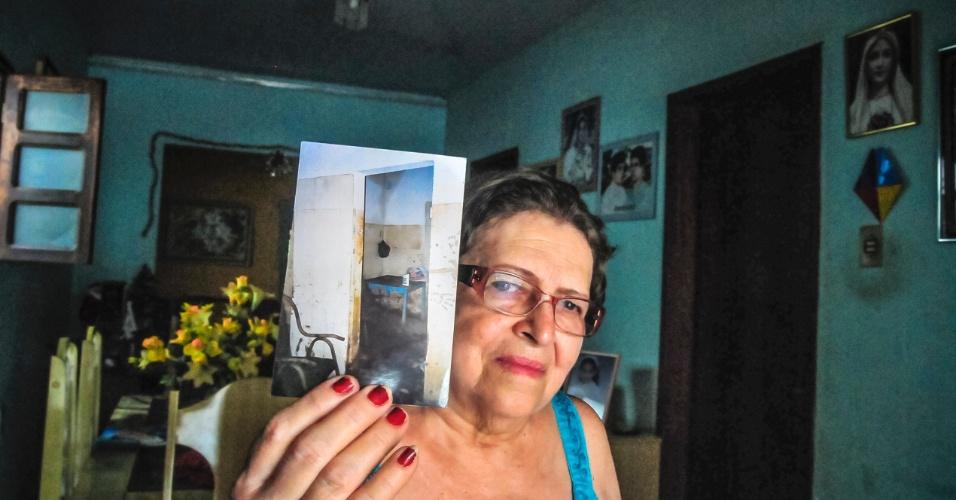 4.jan.2016 - A aposentada Marli Moura, 68, também perdeu a casa com o rompimento da barragem. Seu marido havia sofrido um AVC na época da tragédia e teve dificuldades em deixar o imóvel durante a inundação