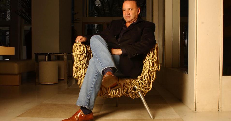 19.jan.2017 - Carlos Alberto Fernandes Filgueiras, dono do hotel Emiliano, em foto de 2002