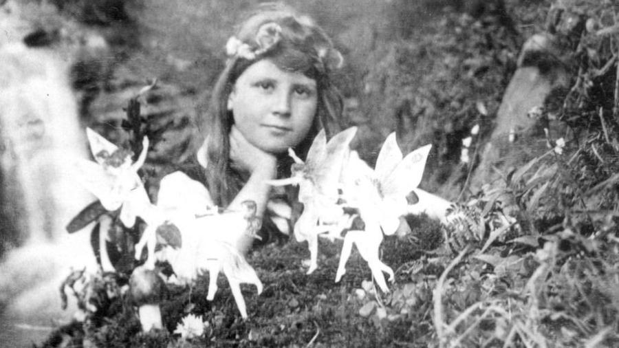 Menina britânica chocou o mundo com a divulgação de fotos com fadas, em 1920: era uma farsa - Granger Historical Picture Archive / Alamy Stock Photo